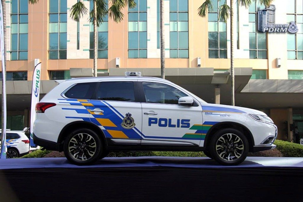 Mitsubishi Outlander 2.4 PDRM 01 1024x683 1024x683 - Difference of public and private sector