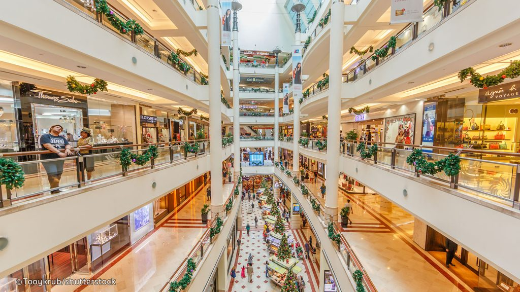 kl shopping.jpg 1024x576 - Difference of public and private sector