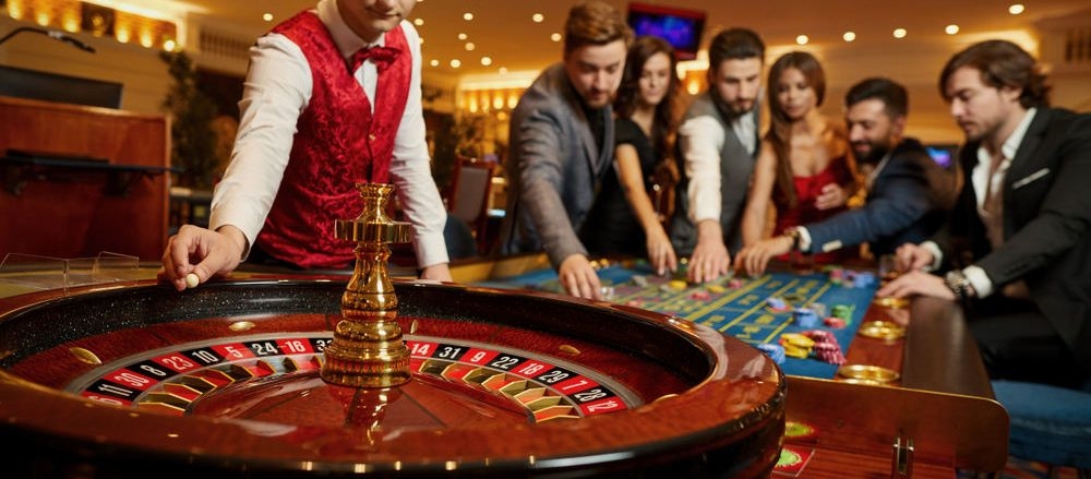 roulette 15664651315272 1 1000x439 - Players You Would Find in Casinos